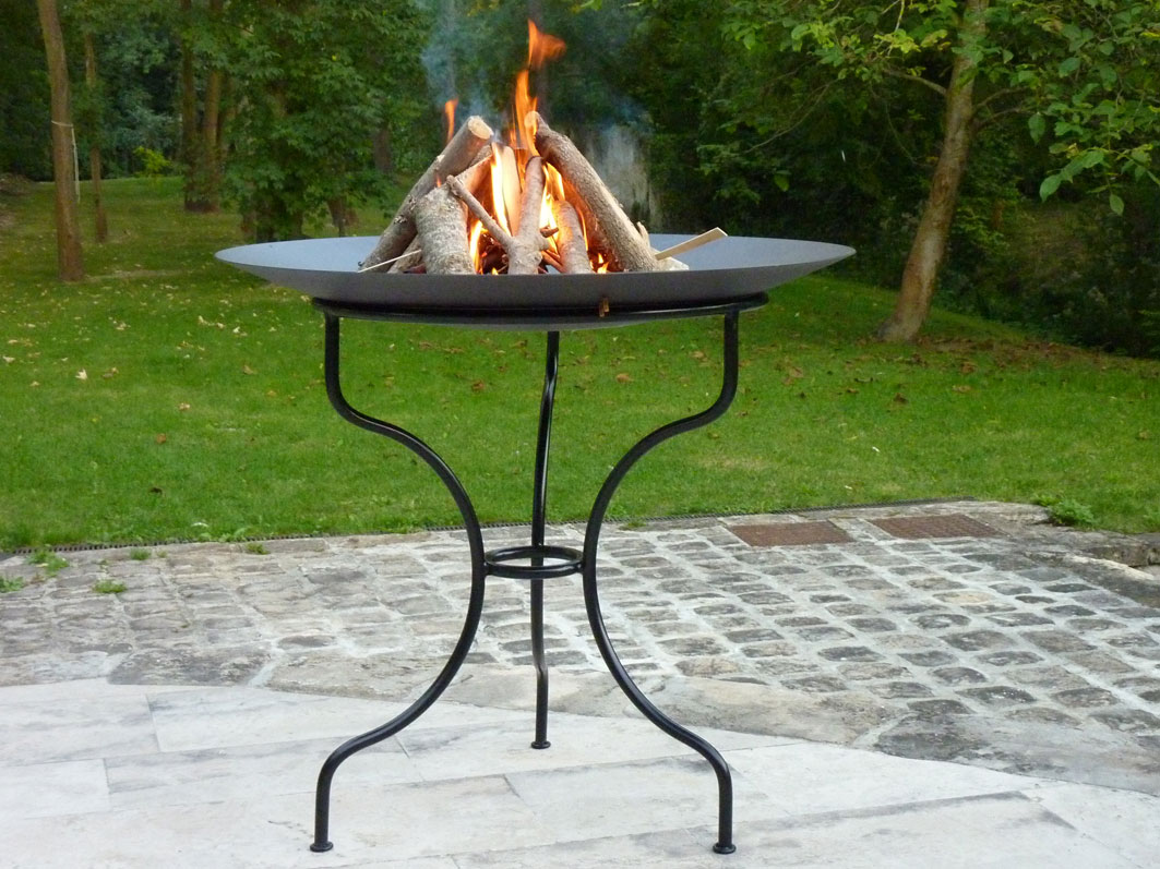 bras ro gu ridon dit gai de grez table de jardin firebowl. Black Bedroom Furniture Sets. Home Design Ideas