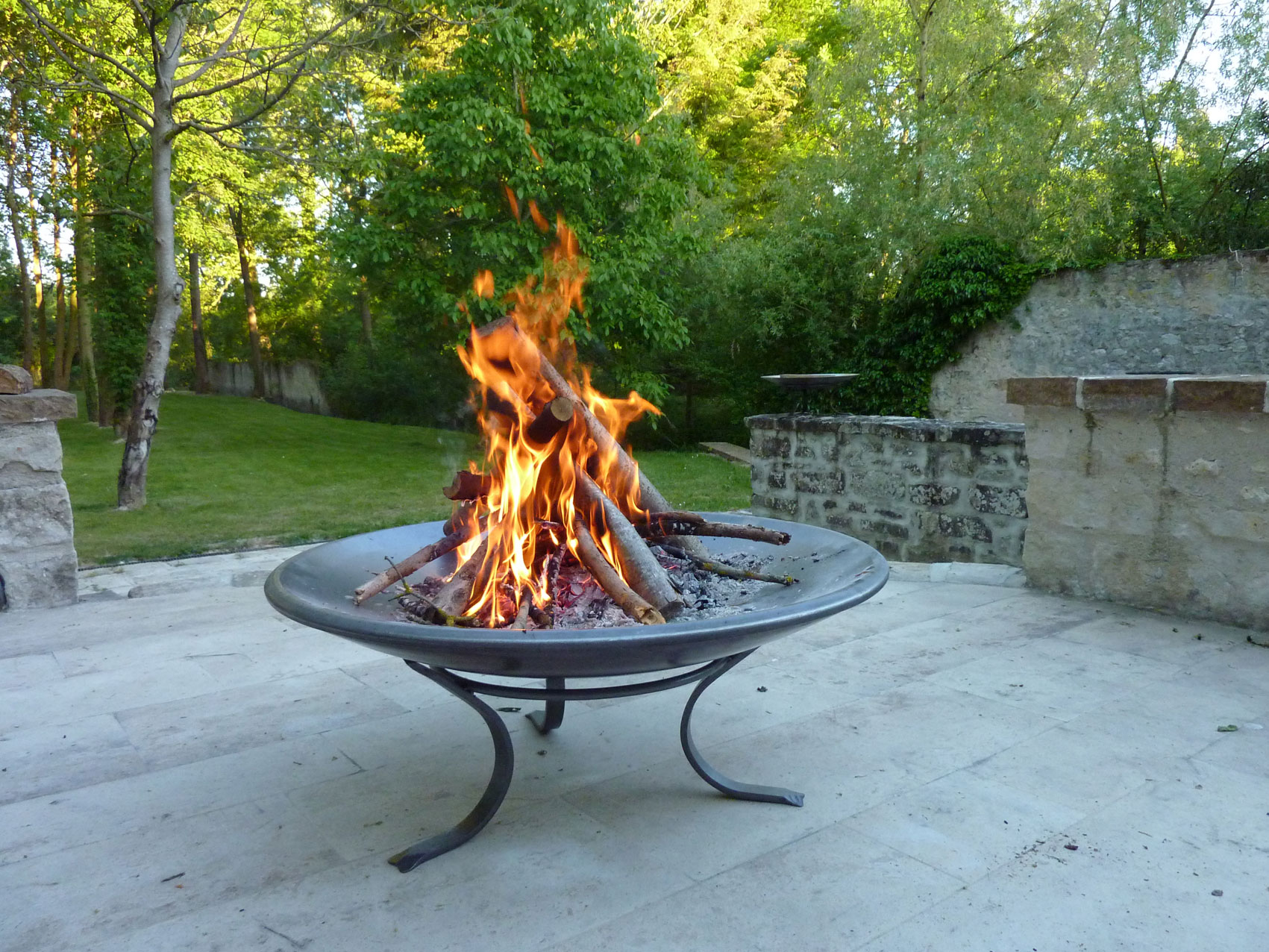 Fire bowl coupe feu lounge brasero dit gai de grez for Brasero de jardin